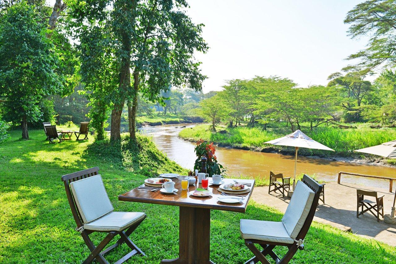 safaris in uganda